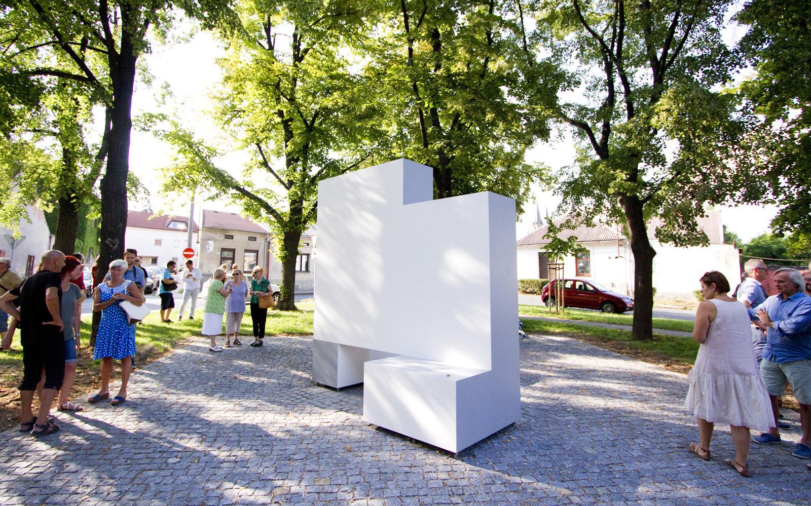 Jana Kubíček statue